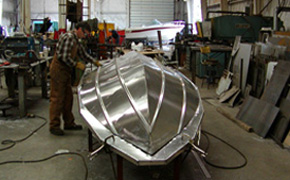 Welded aluminium hull for safe and stable ride.